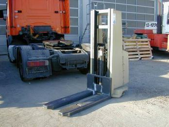 Crown Elektro Stapler 1.0 EMT - reach truck