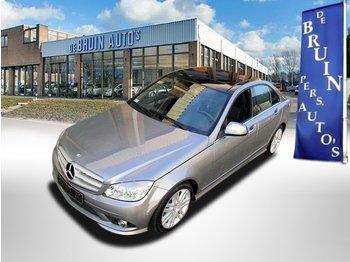 Лек автомобил Mercedes-Benz C-Klasse 300 AMG Avantgarde 4-Matic