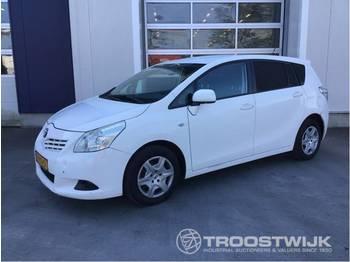 Лек автомобил Toyota Verso 2.0 d-4d-f Van