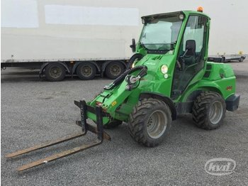 Avant 750 Compact Loader with cab and the telescopic boom - ratastel laadur