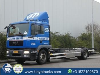 Грузовик-контейнеровоз/ сменный кузов MAN 18.250 TGM ll manual airco