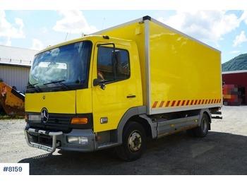 Mercedes-Benz 815 - грузовик с закрытым кузовом
