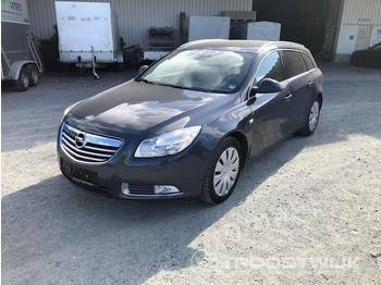 Opel Insignia A Sports Tourer Design Edition - automobil