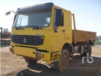 Sinotruk HOWO 4X4 - kamion me anë të palosshme