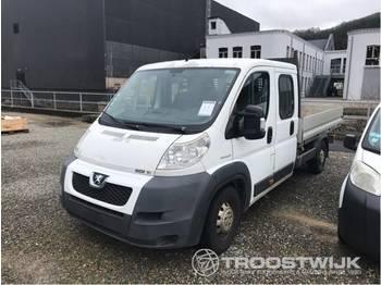 Peugeot Boxer - automašīna ar kravas platformu