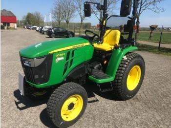 Landbouw tractor John Deere 3038E
