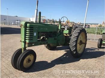 John Deere B - Radtraktor