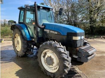 New Holland 8260 - Radtraktor