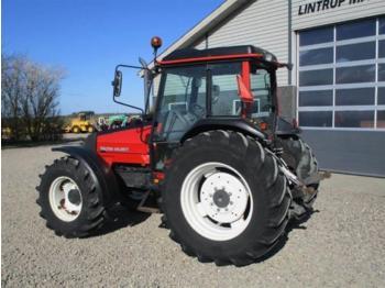 Valtra 900 Med brede dæk & KUN 1065 timer - Radtraktor