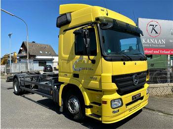 Containerbil/ växelflak lastbil Mercedes-Benz 1832 L Actros BDF Fahrschule 300Tm !44/46/2541)