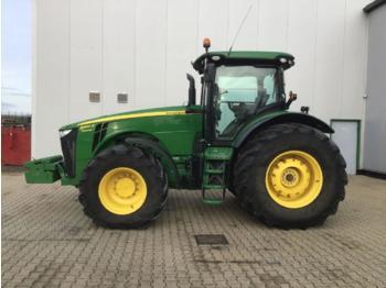 Riteņu traktors John Deere 8360R