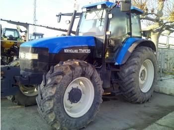 NEW HOLLAND TM 135 - riteņu traktors