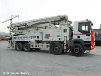 IVECO 440 - pompë betoni