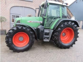 FENDT 712 - tractor