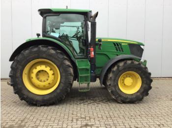 Tractor agricola John Deere 6210R