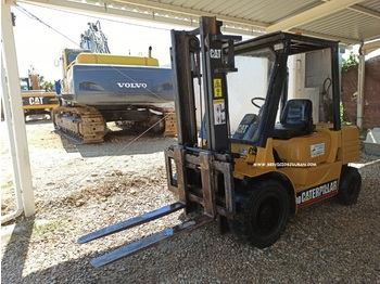 4-wheel front forklift CATERPILLAR DP30