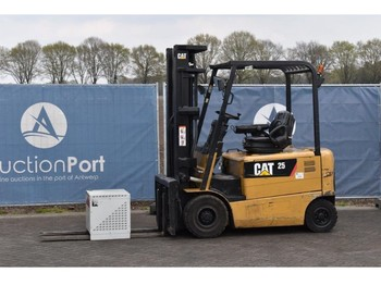 Caterpillar EP25K - 4-wheel front forklift