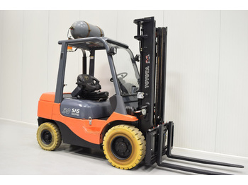 4-wheel front forklift TOYOTA 02-7FGF30