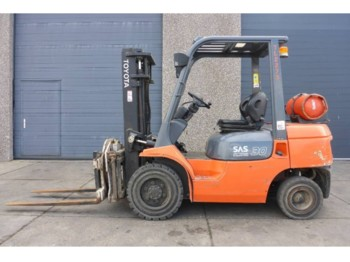 4-wheel front forklift Toyota 7FGF30 GAS 3 TON ROTATION | SNS1067: picture 1