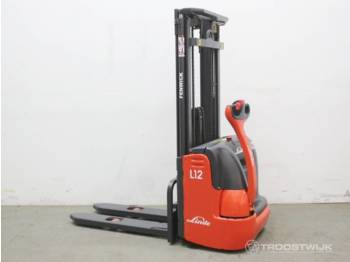 Linde L12 - stacker