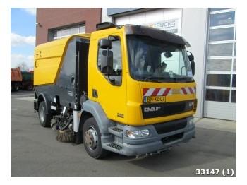 DAF LF 55.220 Schmidt SK 650 veegopbouw - makinë fshirëse e rrugëve