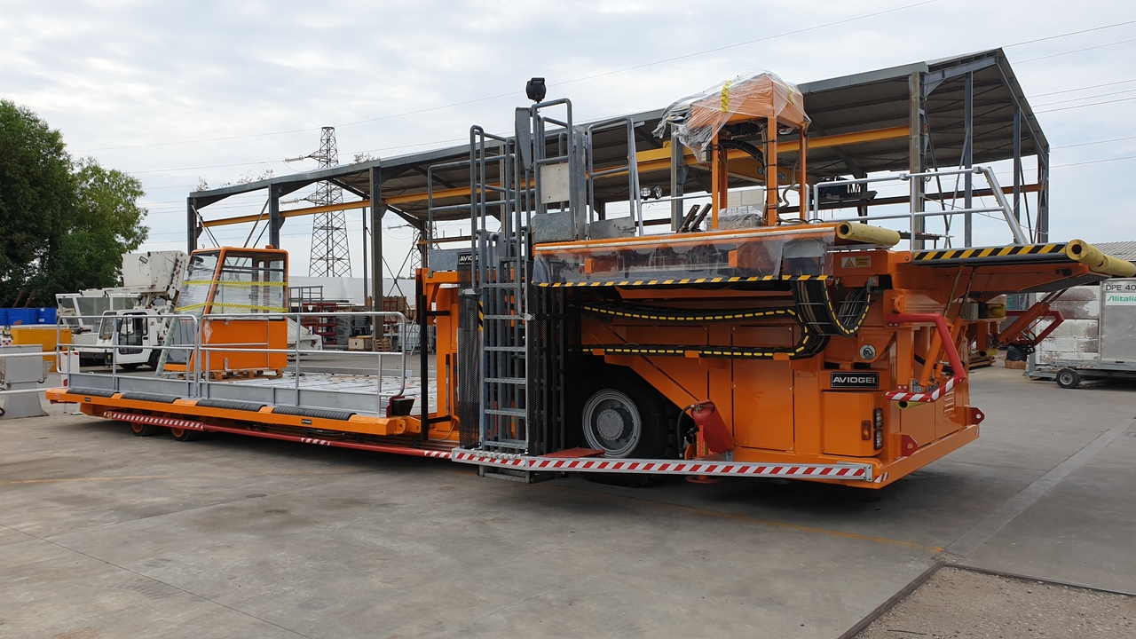 Aircraft cargo loader Main Deck Loader Aviogei 20 tons 2PU2000: picture 5