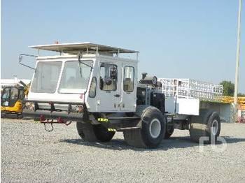 INPUT/OUTPUT INC. Crew Cab 4x4 Articulated Off Road - آلية المنفعة/ مركبة خاصة