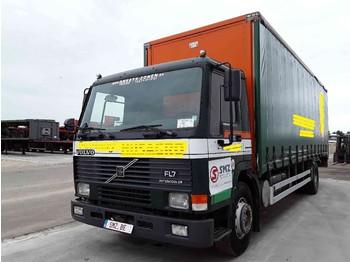 Volvo FL 7 - plachtový nákladní auto