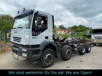 Iveco Trakker 380 4-Achser  Fahrgestell Tankwagen  - podvozek s kabinou