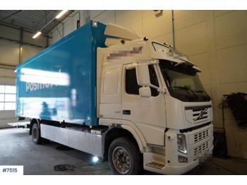 Volvo FM330 - skříňový nákladní auto