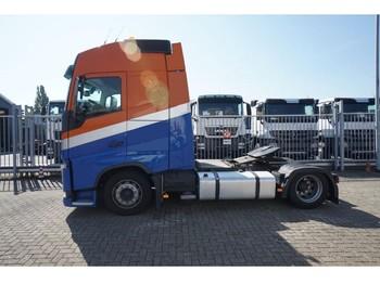 Volvo FH 420 EURO 6 MEGA GLOBETROTTER HEFSCHOTEL / HYDRAULIC FIFTH WHEEL - nyergesvontató