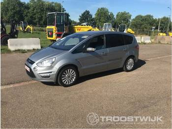 Car Ford S-MAX