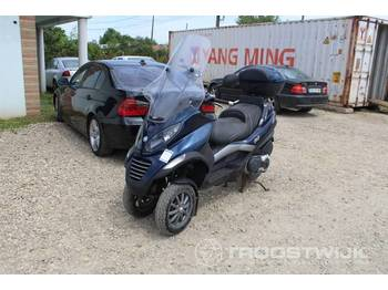 Piaggio MP400 - motorcykel
