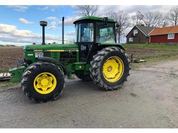 John Deere 3640  - колёсный трактор