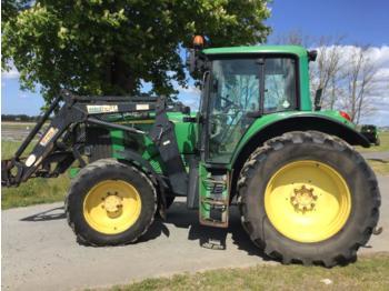 Колёсный трактор John Deere 6520