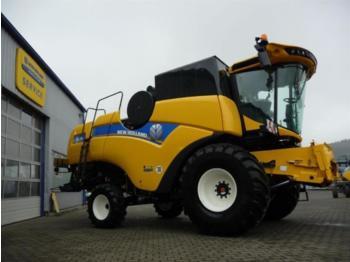 New Holland CX6.90 T4B - зерноуборочный комбайн
