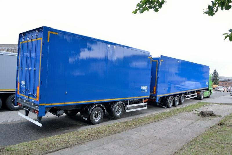 P Trucks Mega Walking Floor Road Train With Semi Trailer