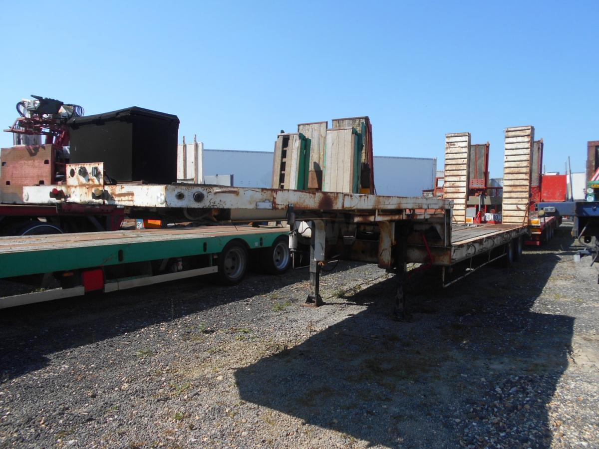 low loader semi-trailer Nicolas