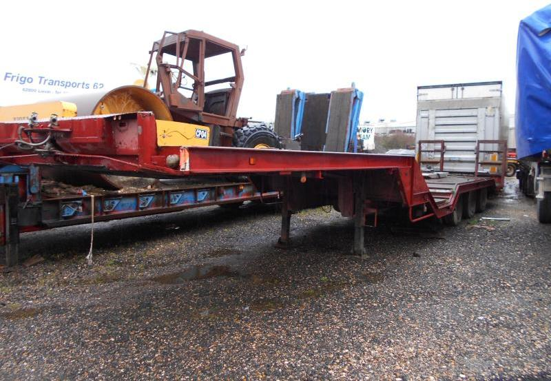 low loader semi-trailer Titan