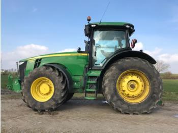 Сільськогосподарський трактор John Deere 8335R
