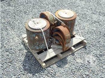 Qty Of 2 - hydraulic cylinder