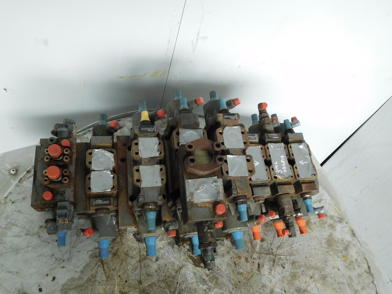 Liebherr Valve Block 914C/924C hydraulic valve for sale at