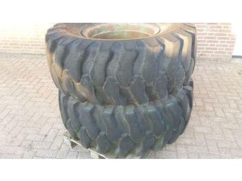 Wheels/ tires 22/70-24 wielen