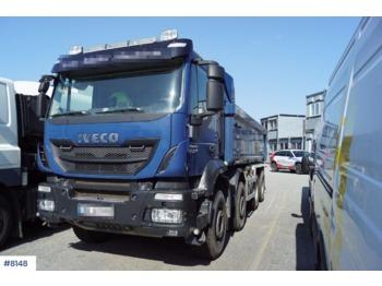 Iveco Trakker - billenőplatós teherautó