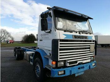 Scania 112  3-Achs Fahrgestell blattgefedert 6X2  - kontejnerski tovornjak/ tovornjak z zamenljivim tovoriščem