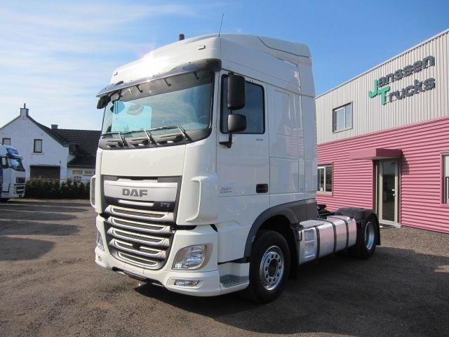daf xf 106 460 space cab manual retarder 216000km tractor. Black Bedroom Furniture Sets. Home Design Ideas