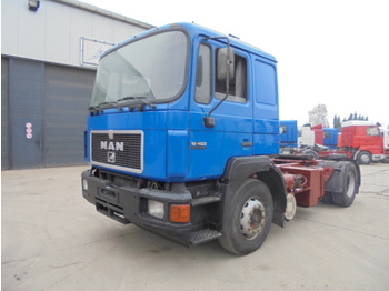 Man 6 cylinder hydraulic pump tractor unit from for Ful haus 6 25