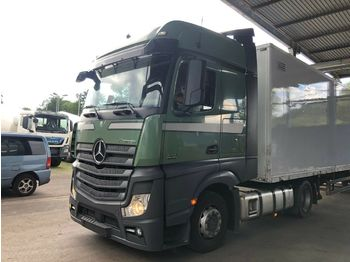 Tractor unit Mercedes-Benz 1842