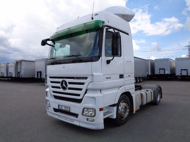 mercedes benz actros 1841 ls low deck tractor unit from czech republic for sale at truck1 id. Black Bedroom Furniture Sets. Home Design Ideas