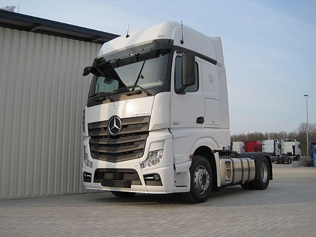 New mercedes benz actros 1945 bigspace euro6 leasing for Mercedes benz truck leasing